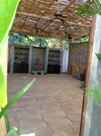 Cili Emas Oceanside Resort : yoga room