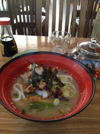 J2 grill & Sushi bar: grilled chicken udon, roasted Japanese green tea