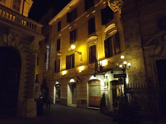 Hotel Portoghesi: Approaching the Hotel at night from the Piazza Navona.