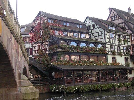 Hotel Le Bouclier d'Or : Just over the bridge, Au Pont St. Martin restaurant