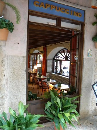 Cappuccino Valldemossa: Through the side window
