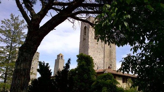 Piazza della Cisterna: natureza privilegiada