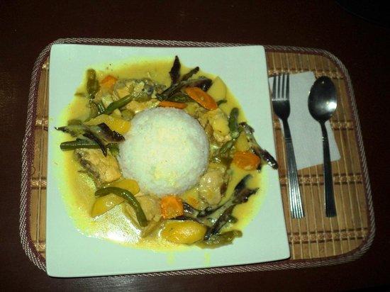 La Fiesta Bar & Grill: Chicken Thai Curry with rice