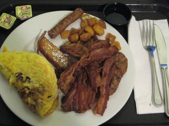 Embassy Suites by Hilton Detroit Metro Airport: Free Breakfast food