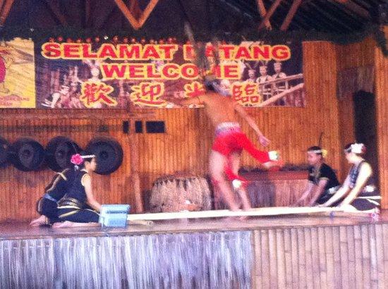 Tuaran Crocodile Farm: Cultural show