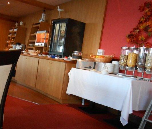 Hotel Restaurant de l'Ocean : Buffet p'tit déj!