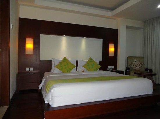 New Kuta Hotel : Club Suite - bedroom