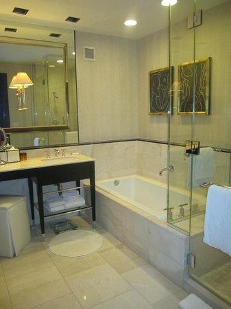 Encore At Wynn  Las Vegas: bathroom