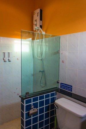 Pelegrin Hotel Samui: Room 5 (Ponape) bathroom