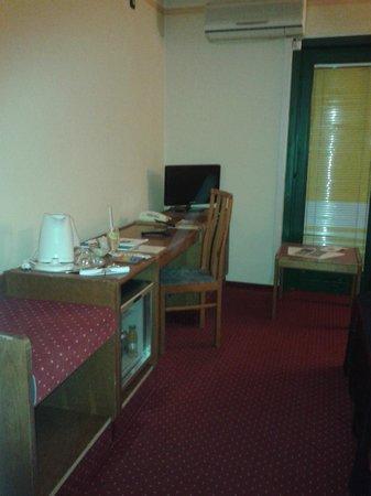 Hotel Amadeus: kettle/tv/minibar