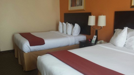 Holiday Inn Express Hotel & Suites Ashland: Both beds