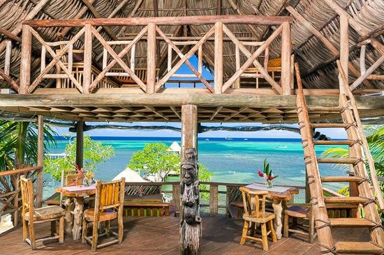 The Sunken Fish Tree Top Ocean View Bar & Restaurant: tree house dining - only on roatan!
