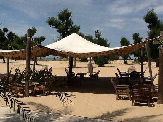 Hotel Mermoz on the beach: salon extérieur