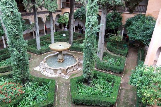 Alhambra jardines de daraxa picture of the alhambra for Jardines de zoraya granada
