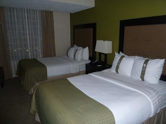 Holiday Inn & Suites Across from Universal Orlando : chambre double