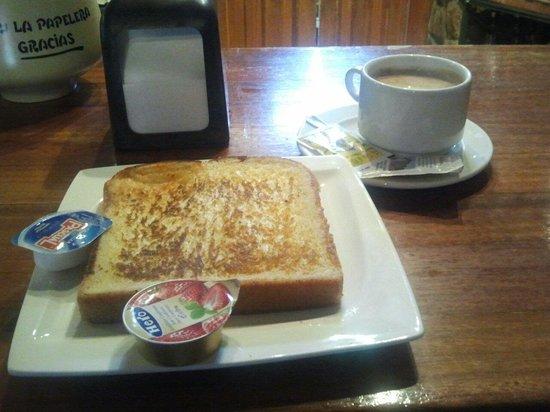 El Labrador: ¡¡¡A desayunar!!!Es genial que la tostada te dure hasta la mitad del periodico por lo menos!!!