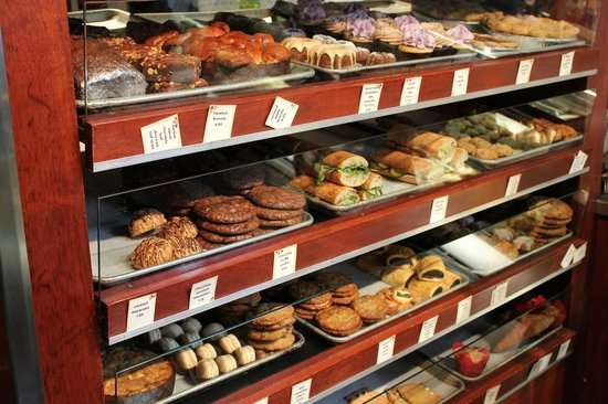 Dahlia Bakery : Huge selection of goodies