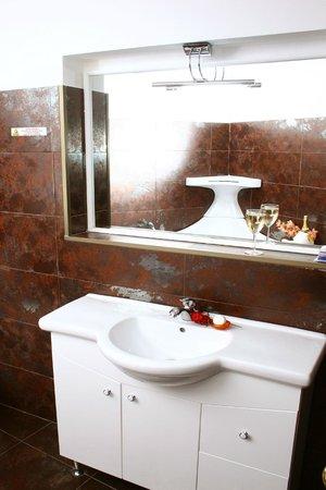 Hotel SS Residence Unirii: BATHROOM
