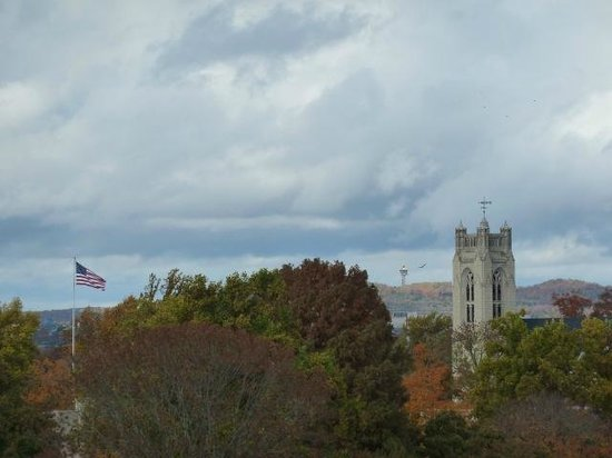 Dobyns Dining Room: Fall view and good food at The Keeter Center