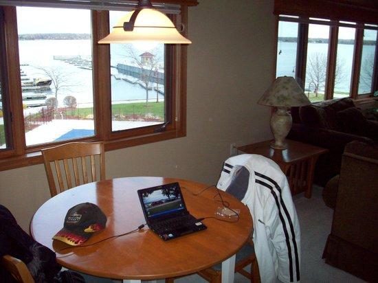 Wave Pointe Marina & Resort: dinning area