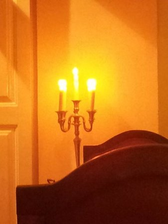 Camafeu: Candlelight in the Dining Room