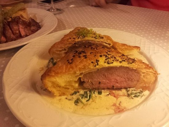 Camafeu: Veal in Puff Pastry with Spinach and Mushrooms in Cream Sauce
