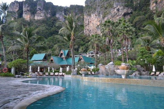 Centara Grand Beach Resort & Villas Krabi : Pool area