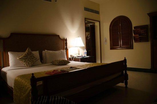 Taj Exotica Resort & Spa Goa: Zimmer - nicht gerade neu und modern