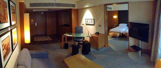 Grand Hyatt Singapore: Entrance, study and living