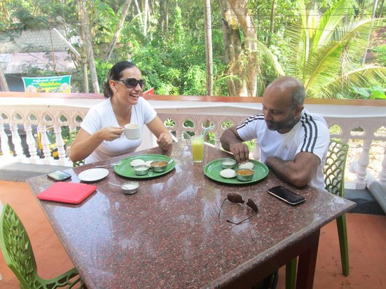 Akshay Beach Resort: Meal time