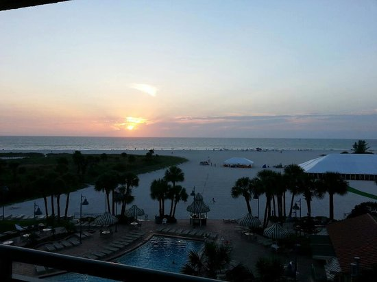 Sheraton Sand Key Resort: sunset from our balcony