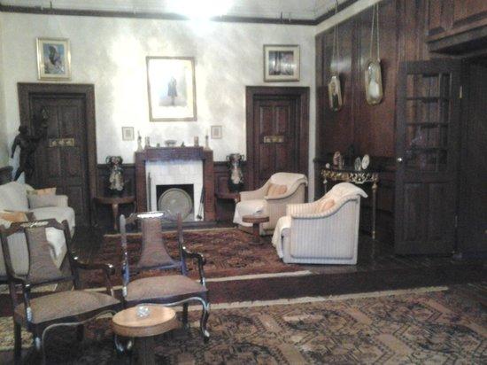 Abbotsford Nainital: The lounge
