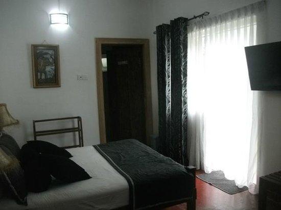 Anna Shanthi Villa: room
