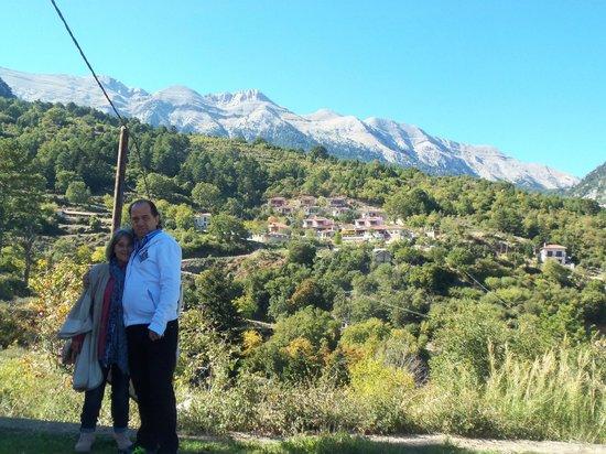 Ilaeira Mountain Resort: το ξενοδοχειο απο τον Οικισμο Τοριζα