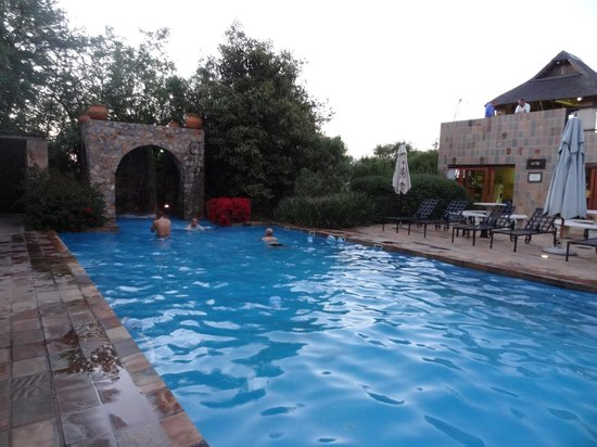 Misty Hills Country Hotel: PIscine