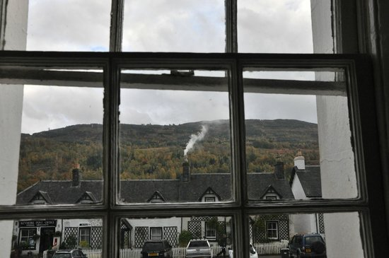 Kenmore Hotel: View from room to hills beyond village