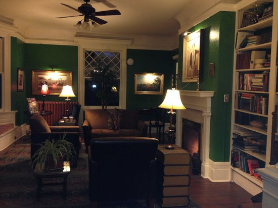 Inn at Lake Joseph : One of the living rooms