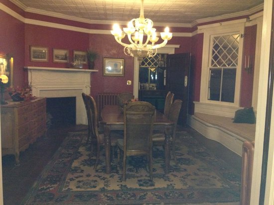 Inn at Lake Joseph : Formal dining room