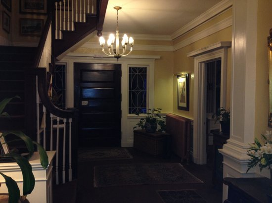 Inn at Lake Joseph : Front entrance hall