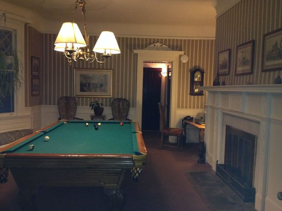 Inn at Lake Joseph : Billiard room