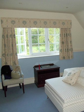 Dower House Hotel: Bedroom overlooking the golf course