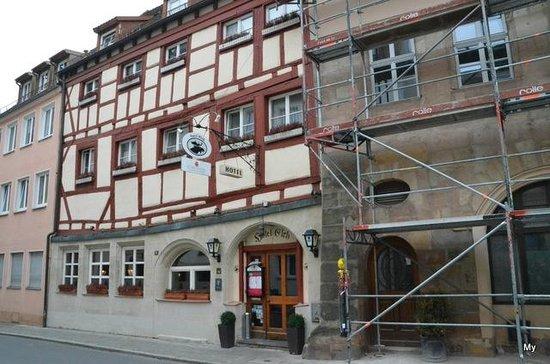 Hotel Elch: Aussenansicht, rechts das zukünftige erweiterte Hotel