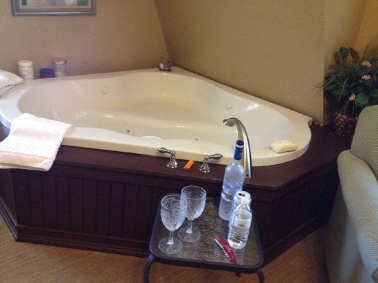 Inn at Lake Joseph : Our whirlpool