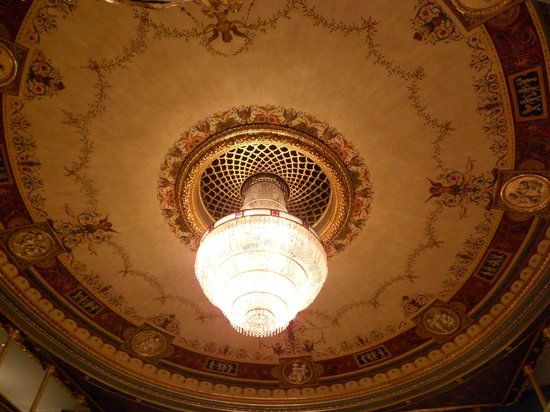 The Estates Theatre: Le magnifique lustre