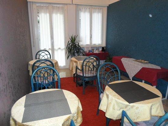 Romeo Design Rooms: saletta per la colazione