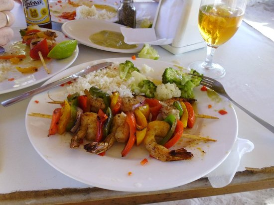 Playa Norte: Rest. Álbaros, Pinchos de camarones.
