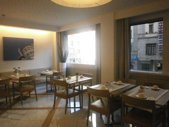 BEST WESTERN Hotel City : Luminosa sala colazioni