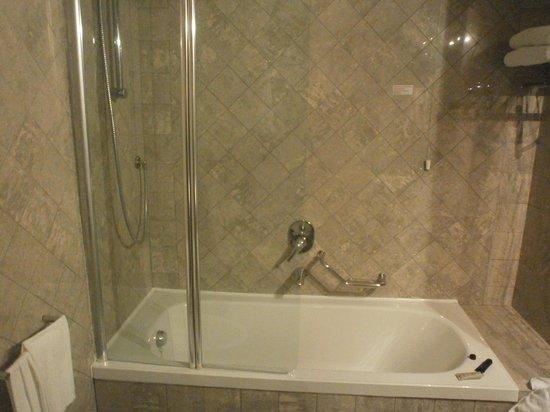 BEST WESTERN Hotel City : Bagno molto spazioso