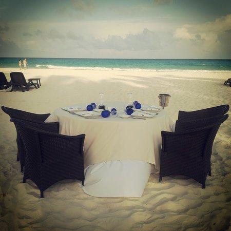 Royal Hideaway Playacar: cena romantica en la playa