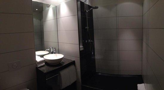 Motel One Edinburgh Royal: Wunderschönes Modernes Bad